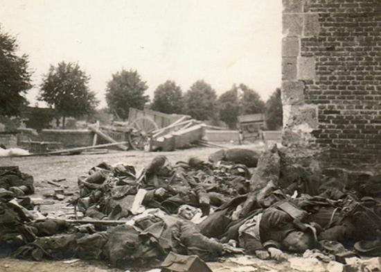 Soldats Français morts après un bombardement à Margny-aux-cerises