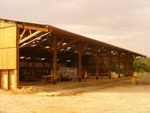 Hangar agricole bois en kit - Constructeur de hangar agricole ...