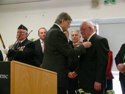 Jacques Larangot reçoit la croix de chevalier de la légion d'honneur