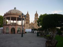 Durango - plaza centrale con la catedral