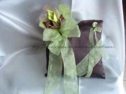 coussin chocolat vert anis