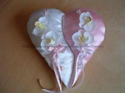 coussin blanc  rose avec orchidées