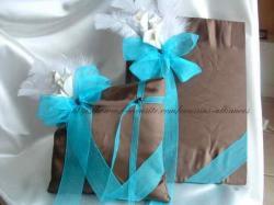 ensemble livre et coussin chocolat turquoise.JPG