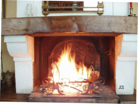 Que ce feu vous réchauffe les pieds et le coeur.....