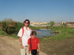 Valérie et Cloé sur le sentier - Août 2008