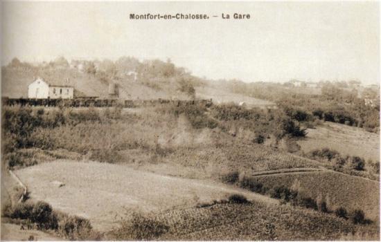 Montfort - la gare vue de loin