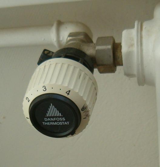 réservoir, WC, urinoir, lavabo, vanne chauffage-radiateur, robinetterie
