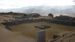 Monte Alban - Vista sobre el patio norte