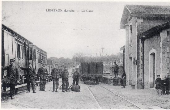 Voitures à portières latérales en gare de Lesperon