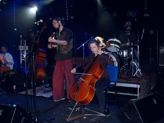 Ju, Jade, Ben, Sarah au violoncelle, Olivier à la batterie