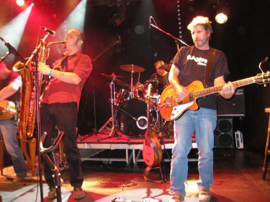 Marc ausaxophone, Thierry à la guitare