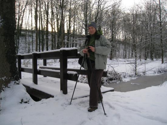 Annick et ses bâtons de marche
