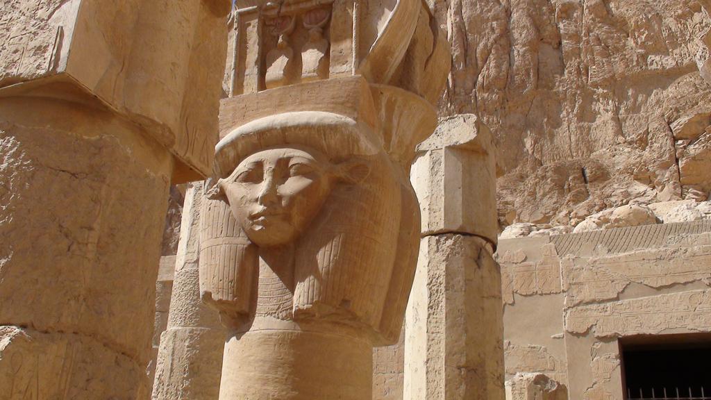 Colonnes hathoriques - Chappelle d'Hathor de Deir el Bahari - Photo Pascal - Février 2009