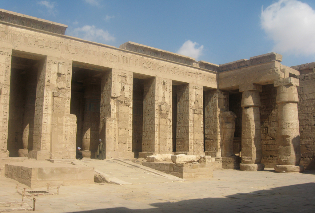 Cour du temple de Medinet Habou - Photo Pascal - Février 2008