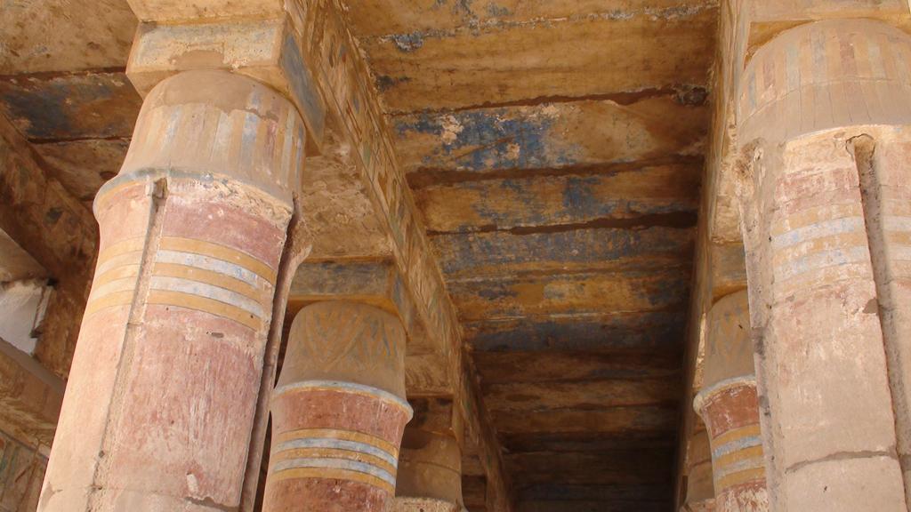 Karnak - Akhmenou de toutmosis III avec ses colonnes en pilier de tente