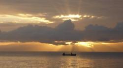 El Paraiso - Almanecer sobre el lago Izabal