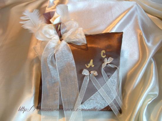 coussin carré chocolat ivoire