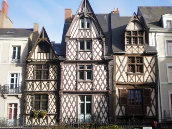Les maisons pans de bois angers - Maison de jardin smoby angers ...