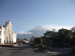 Antigua - Parque central y volcan de Agua
