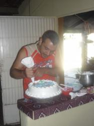 San Lorenzo - Manuel preparando el pastel