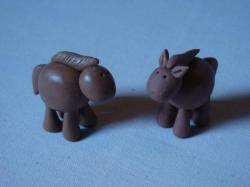 chevaux en porcelaine froide