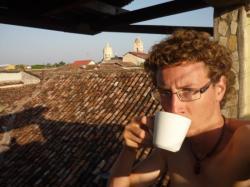 Granada - Aprovechando un cafe con vista sobre los techos de la ciudad
