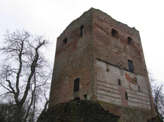 Un donjon du XIIIème siècle