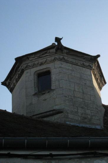 Pigeonnier octogonal à corniche sculptée