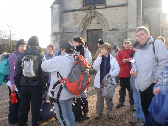 Pause devant l'église au Bellay en Vexin