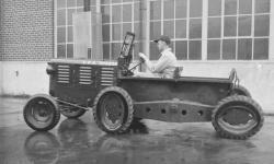 Le tracteur M7 de Allis Chalmers avec roues elliptiques