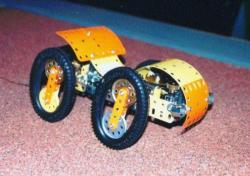 Modèle de véhicule à roues elliptiques en Meccano