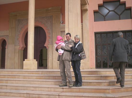 à la sortie du palais de justice, nous sommes désormais les parents d'Oumnia