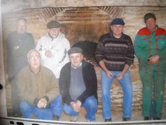 l'équipe qui a rénové le four à pain de Roumat