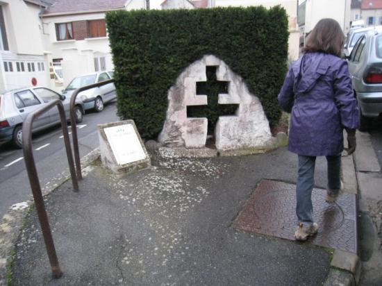 Croix de Lorraine à Menucourt (95)