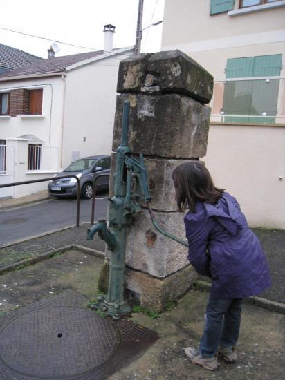 Pompe à eau à Menucourt