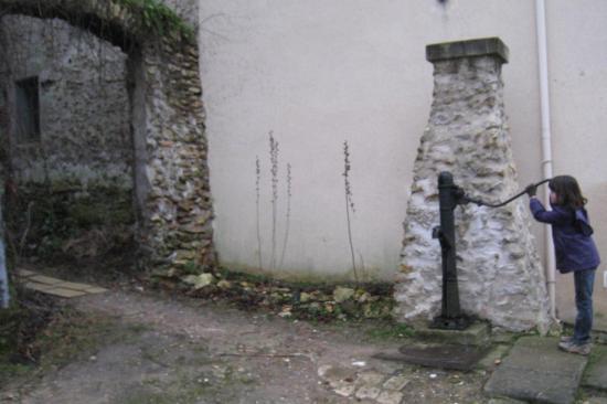 Pompe à eau à Menucourt (95)