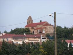 Vue sur l'église du village d'Ortaffa
