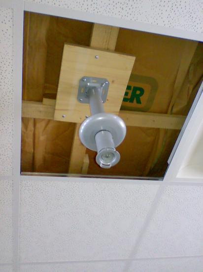 installation d 39 un beamer ou vid oprojecteur au plafond. Black Bedroom Furniture Sets. Home Design Ideas