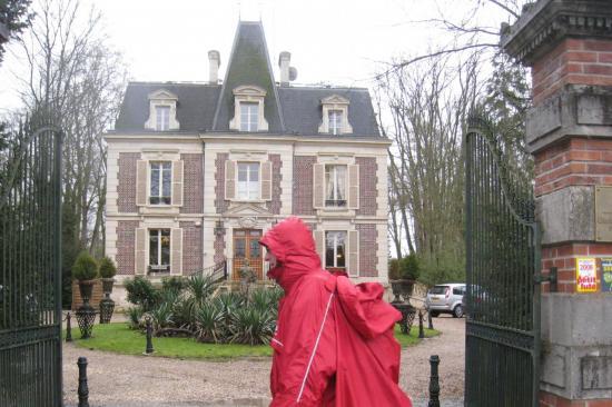 Serge devant les Jardins d'Epicure à Bray et Lû
