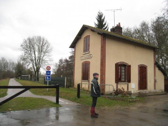 Jean devant la gare d'Aveny-Montreuil