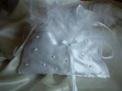 bourse blanche plumes et perles