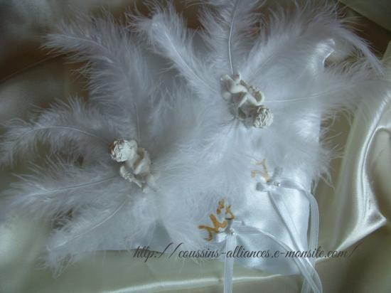 coussin carré blanc avec anges