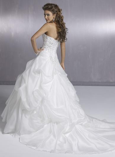 Свадебные платья пышные со шлейфом.