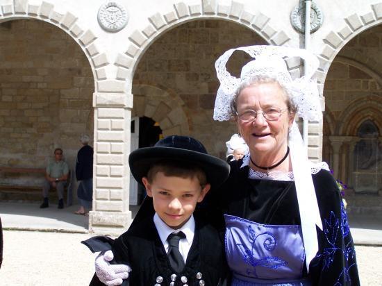La grand-mère et son petit fils.
