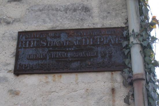 vieille plaque de rue à Rhus