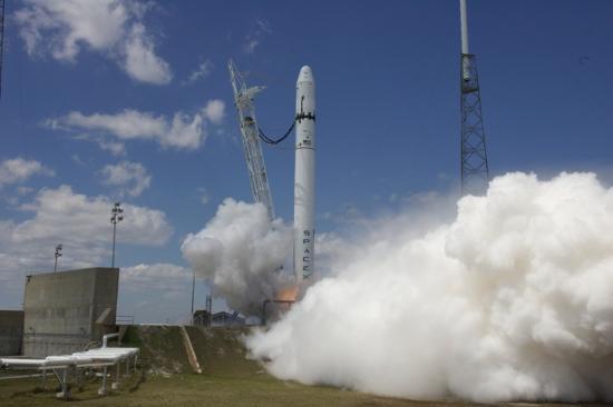 test des moteurs de la fusée Falcon 9
