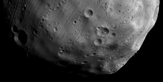 partie Sud de Phobos (la partie Nord n'a pas pu être photographiée par la sonde)