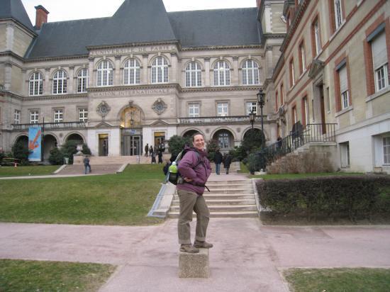 Annick statue devant la Maison Internationale - Cité Universitaire