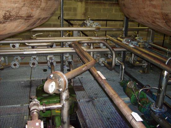 installation de tuyauterie en rack