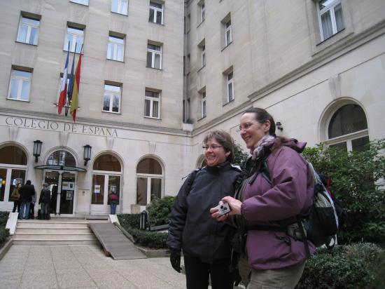 Catherine et Annick à la Cité Universitaire